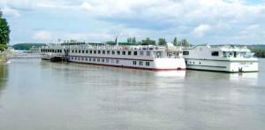 dunav danube cruise kruzeri brodovi turizam------4 stupca colorekonomija